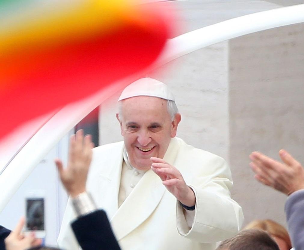 Papa não tem autoridade para revogar rito litúrgico tradicional