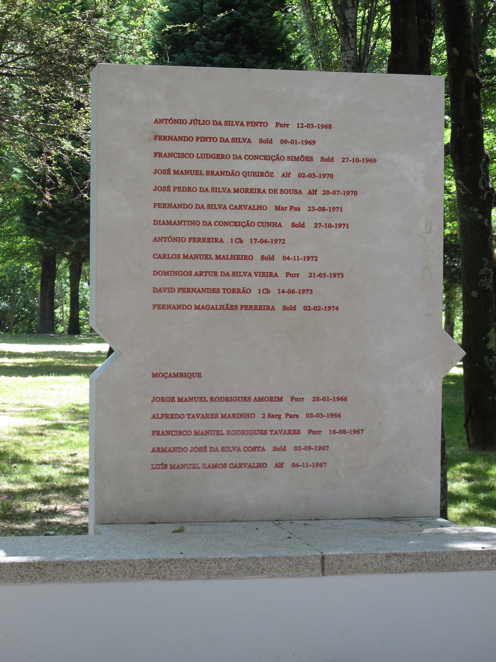 «O túmulo dos heróis é o coração dos vivos»